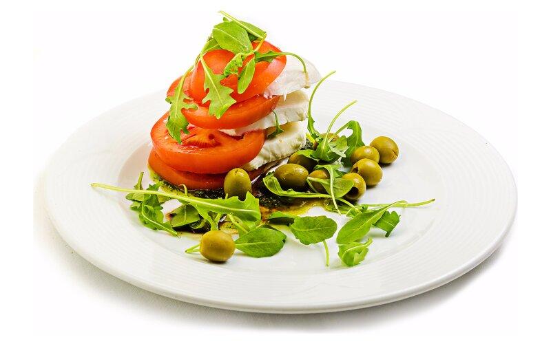 Закуска «Капрезе» с оливками
