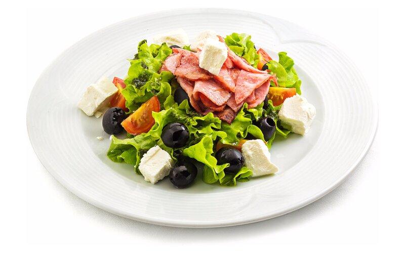 Салат с помидорами черри и сыром «Фета»
