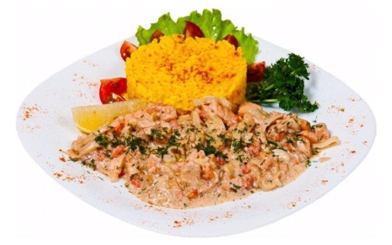 Фрикассе из лосося с креветками и рисом