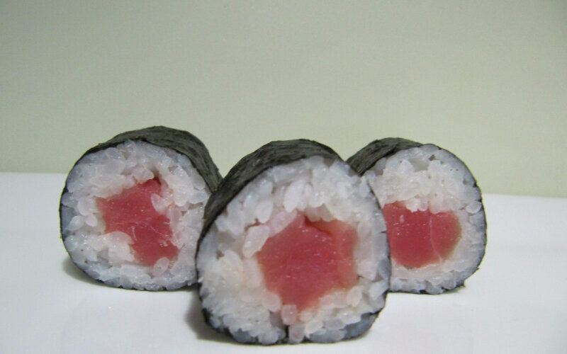 Хосомаки с тунцом