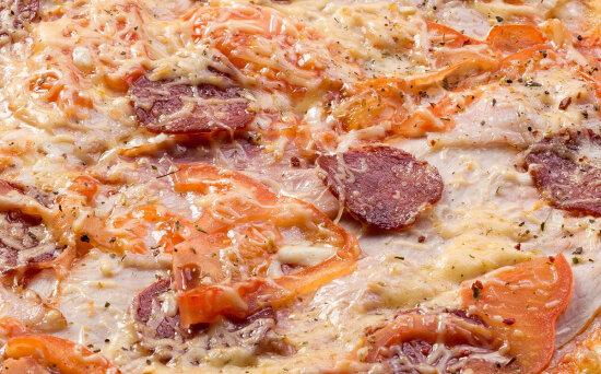 Пицца «Эдамская» на пышномтесте