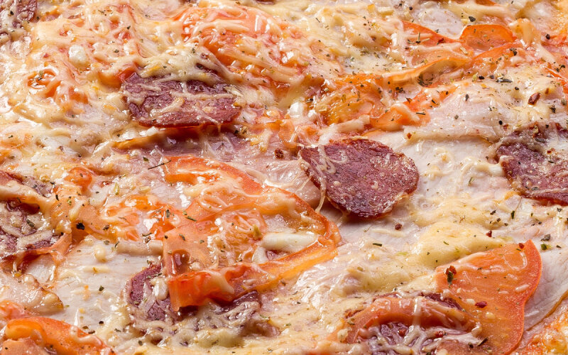 Пицца «Эдамская» на пышном тесте