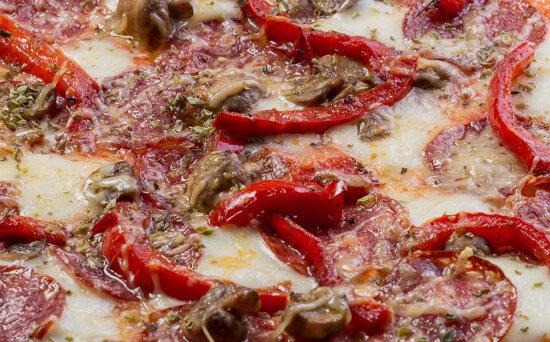 Пицца «Калабрезе» на пышномтесте