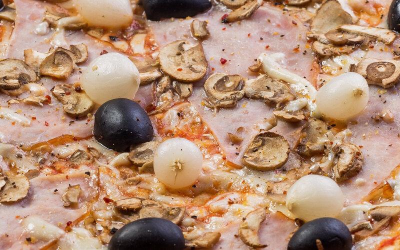 Пицца «Капричиоза Микс» среднеострая на пышном тесте