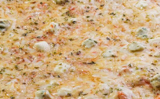Пицца «Кватроформаджио» на пышномтесте