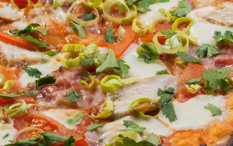 Пицца «Венеция» на пышном тесте