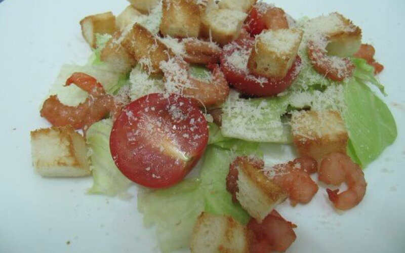 Салат «Цезарь»скреветками