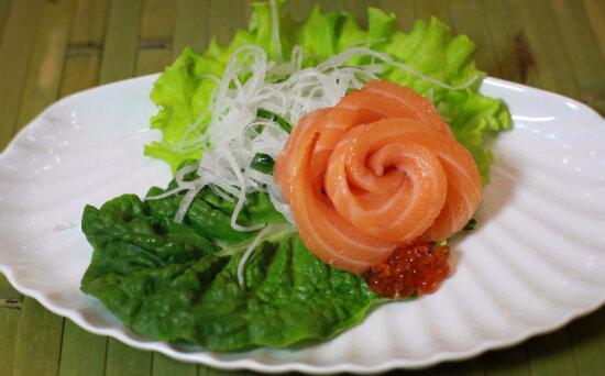 Сашими с лососем и краснойикрой