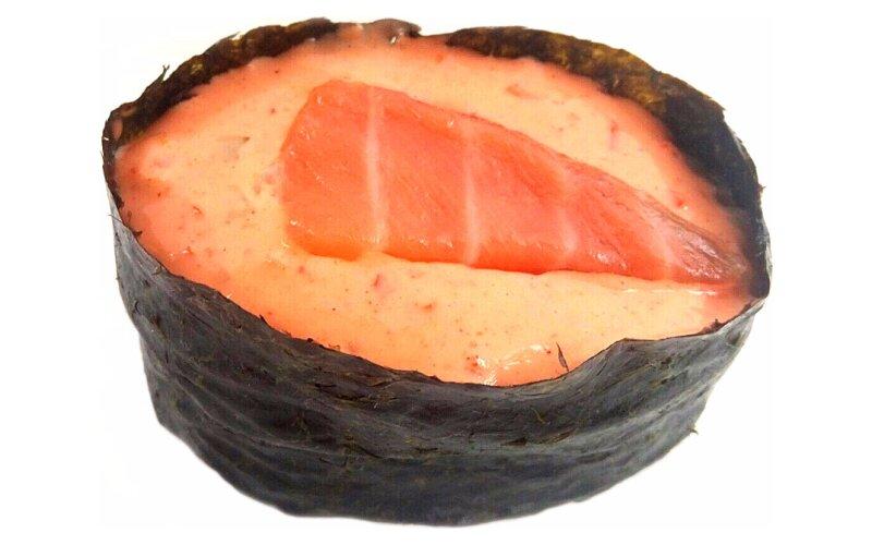 Гункан-маки с лососем