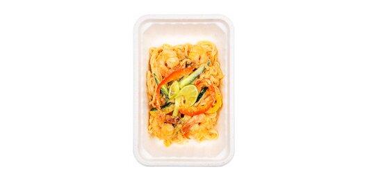 Рисовая лапша с креветками и арахисовым соусом
