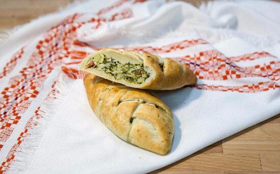 Пирожки с брокколи, шпинатом исыром