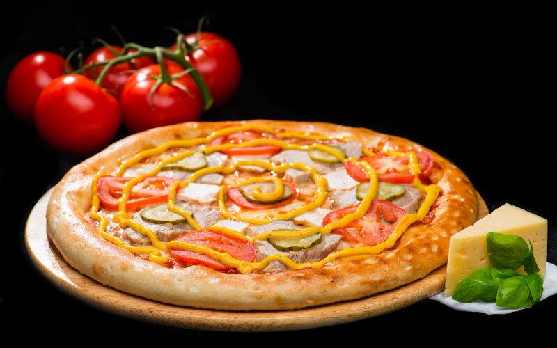 Пицца на толстом тесте «Хатняя»