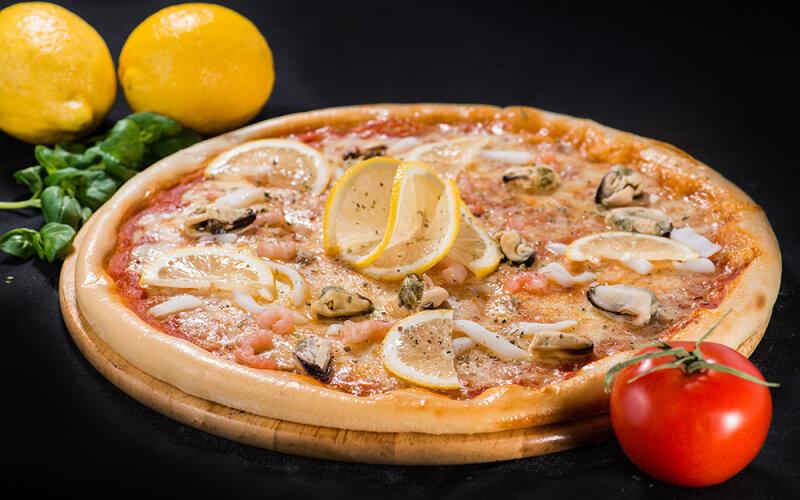 Пицца на толстом тесте «Морская»