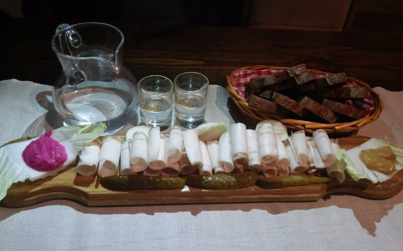 Украинская страва «Пол метра сала»