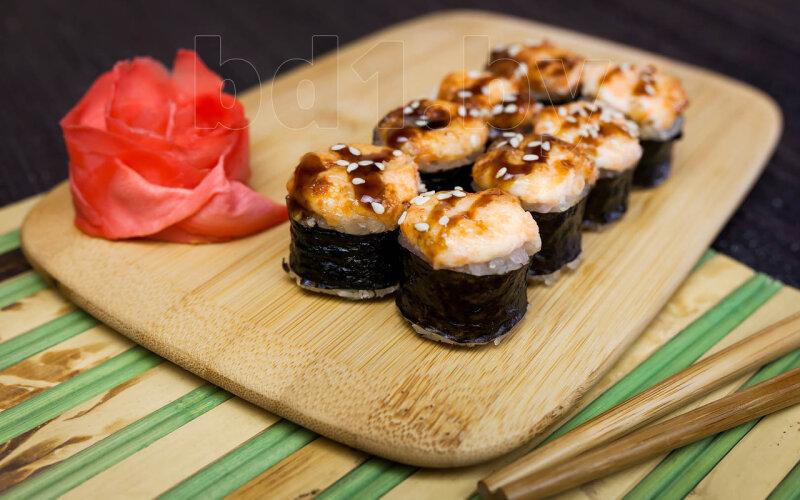 Запечённый ролл «Классика» с креветками и  лососем