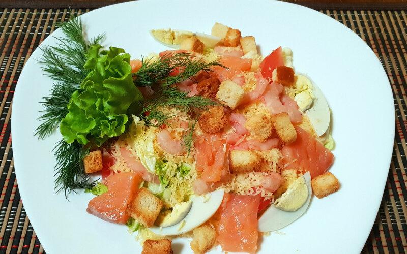 Салат «Цезарь» с морепродуктами