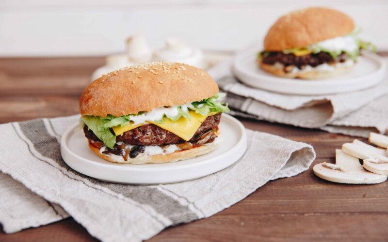 Бургер «Бабушкин с грибами» с говяжьей котлетой