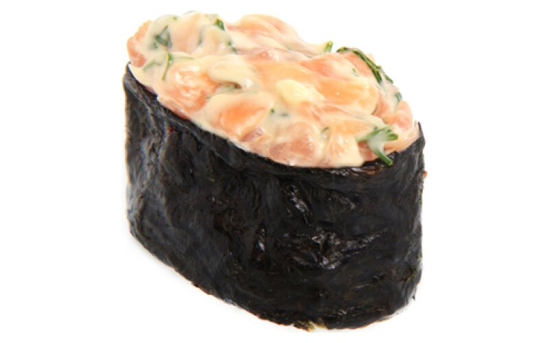 Гункан «Чесночный лосось»