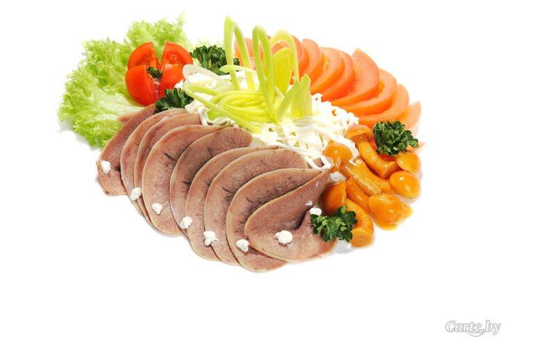 Салат из языка и пекинской капусты