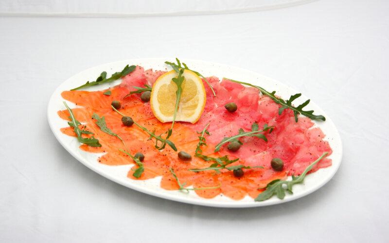 Карпаччо из лосося и тунца