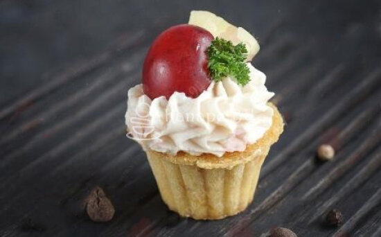 Мини-тарталетка с паштетом и фруктами