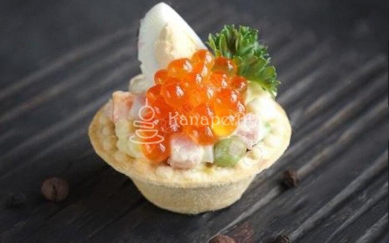 Мини-тарталетка с салатом «Оливье «Праздничный»»