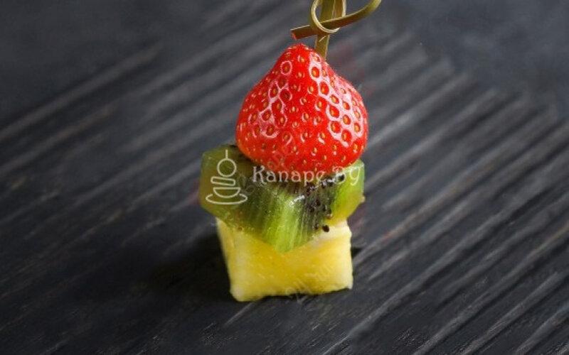 Фруктово-ягодное канапе
