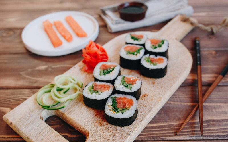 Ролл «Овощной с лососем»