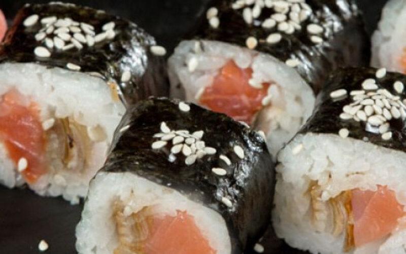 Ролл «Классика» с лососем и угрём