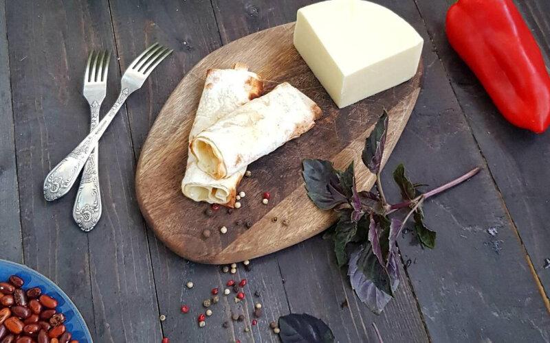 Сыр «Сулугуни», запечённый в лаваше