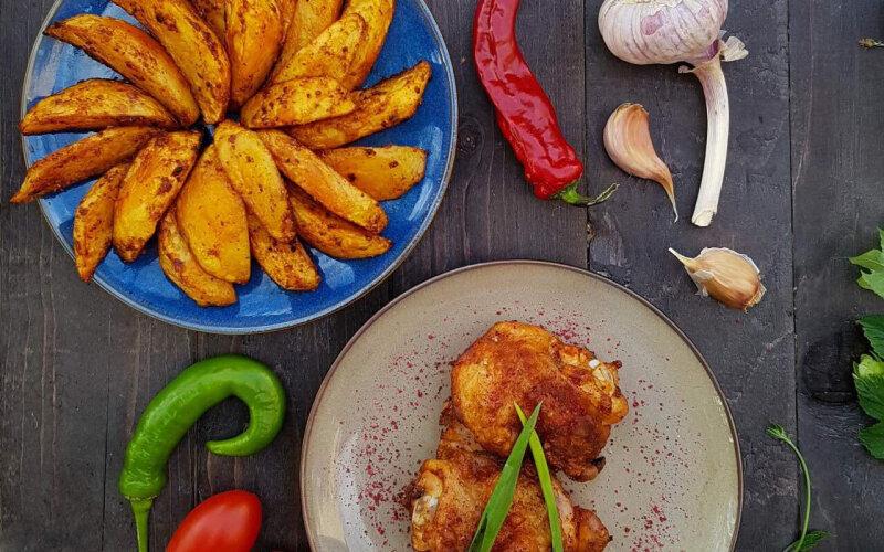Бедро куриное с луком и зеленью