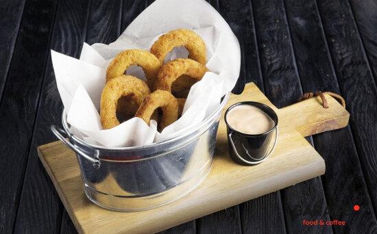 Кольца луковые с соусом «Барбекю» с майонезом