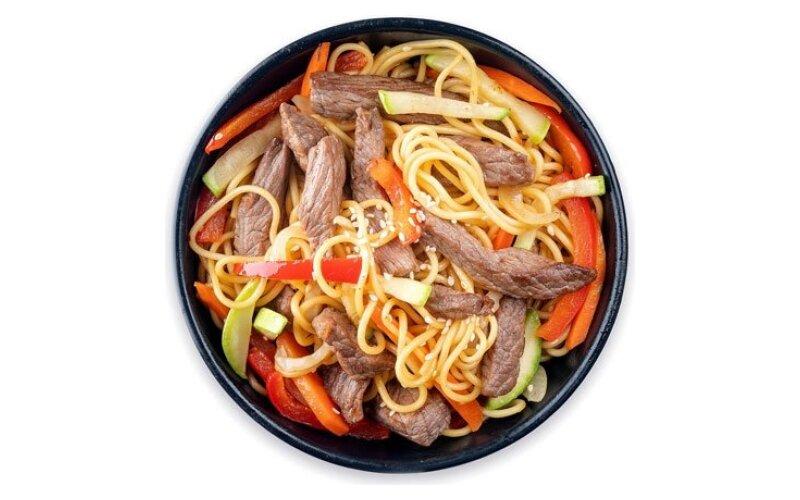 WOK с рисовой лапшой и говядиной