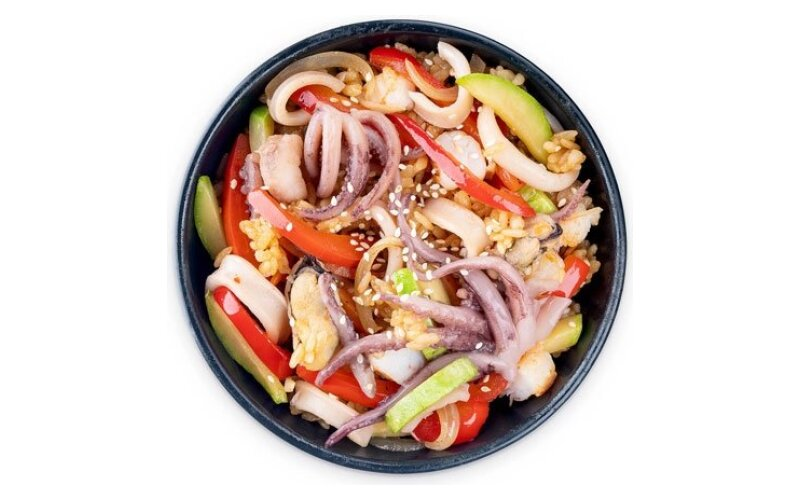 WOK с рисовой лапшой и морепродуктами
