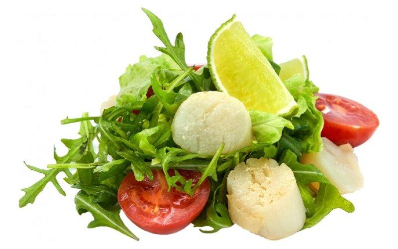 Салат с жареным гребешком