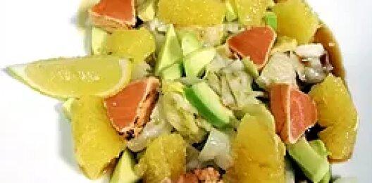 Салат с лососем и апельсином