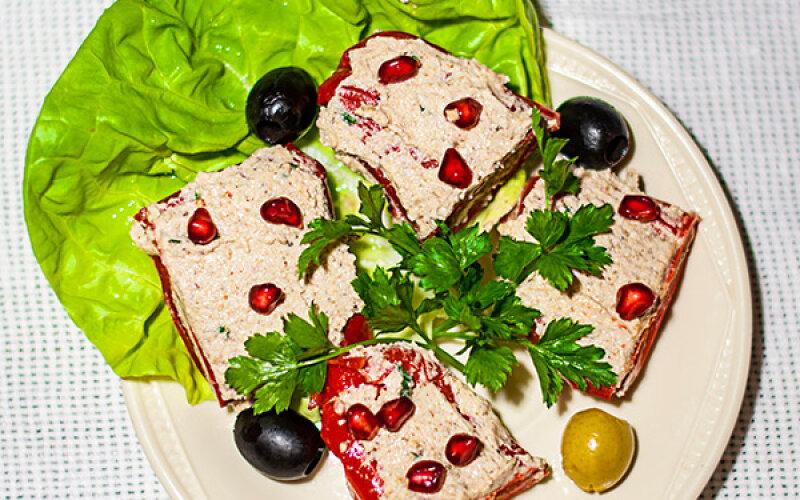 Перец болгарский, фаршированный грецкими орехами