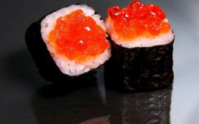 Ролл «Маки с лососем и икрой»