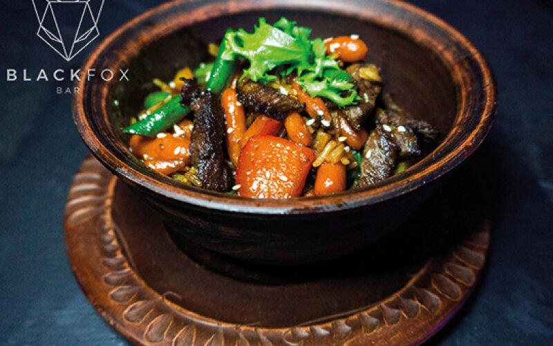 Говядина с овощами в соусе