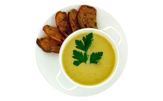 Крем-овощной суп с гренками