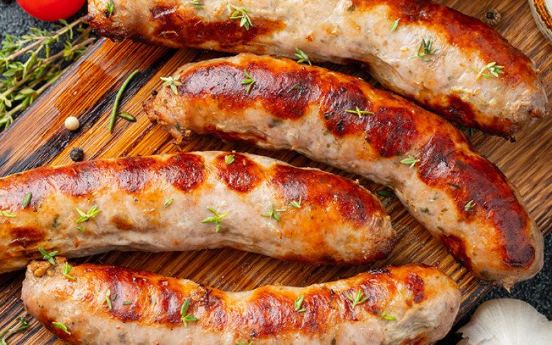 Колбаски гриль с острым соусом