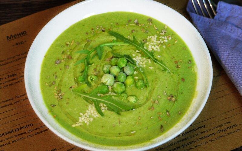 Крем-суп из зелёного горошка и авокадо