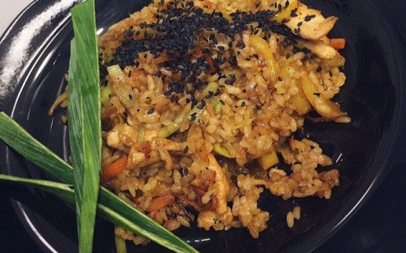 WOK рисовый с курицей