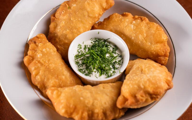 Пирожки с рыбой и сыром «Фета»