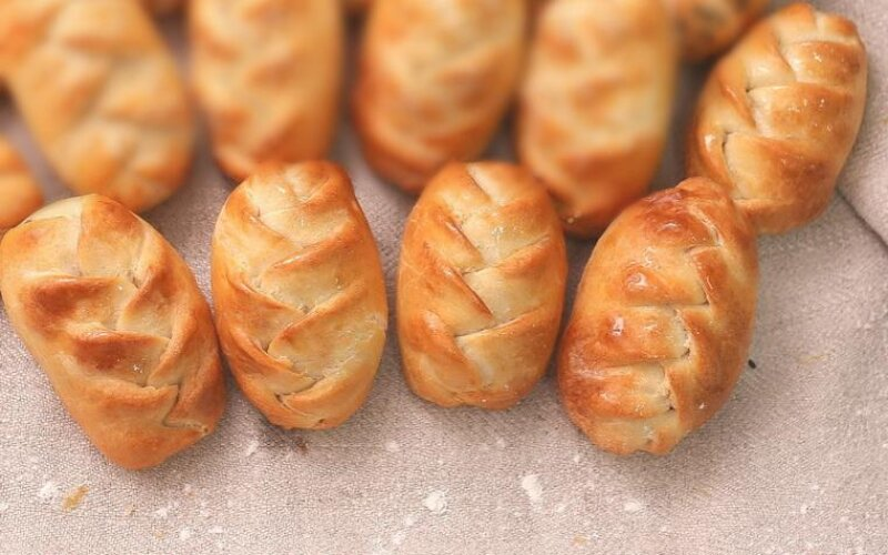 Пирожки с ветчиной, сыром и цветной капустой