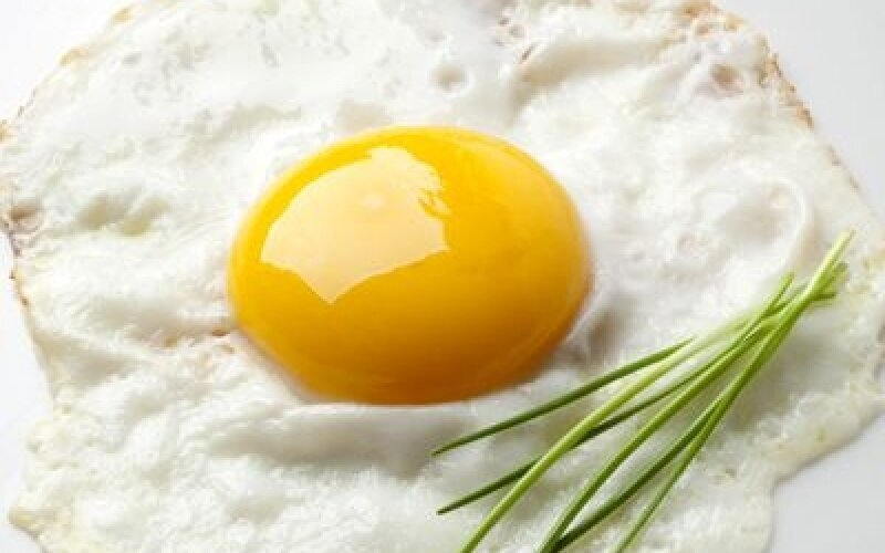Яйцо жареное