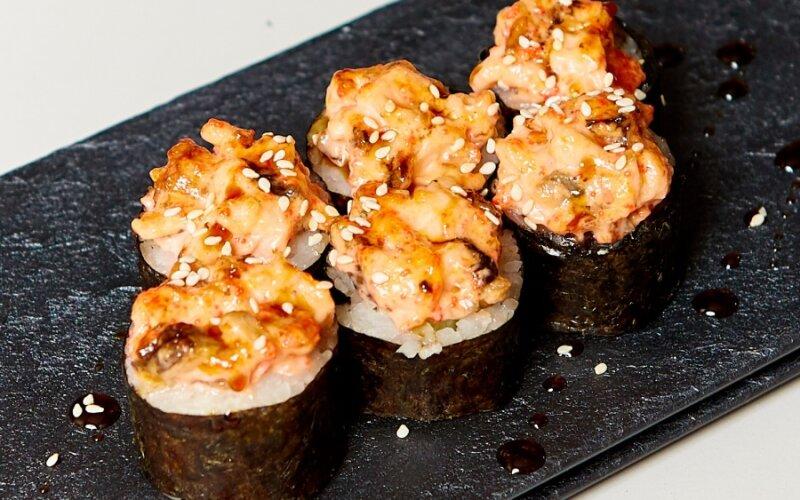 Запечённый ролл «Сырный» с угрём и лососем
