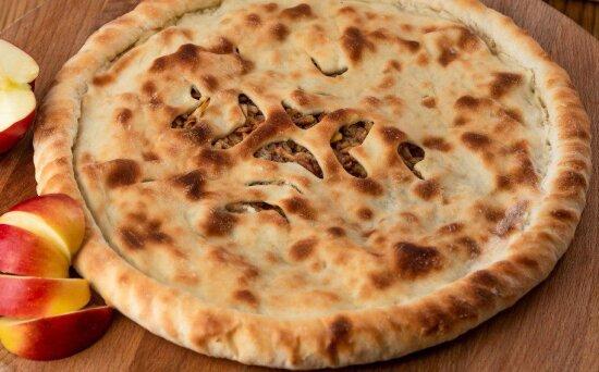 Осетинский пирог с яблоком и корицей
