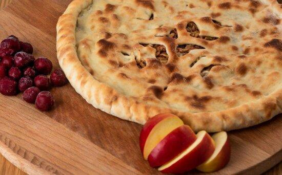 Осетинский пирог с яблоками и вишней