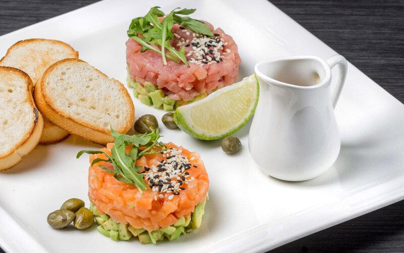 Тартар с лососем и тунцом